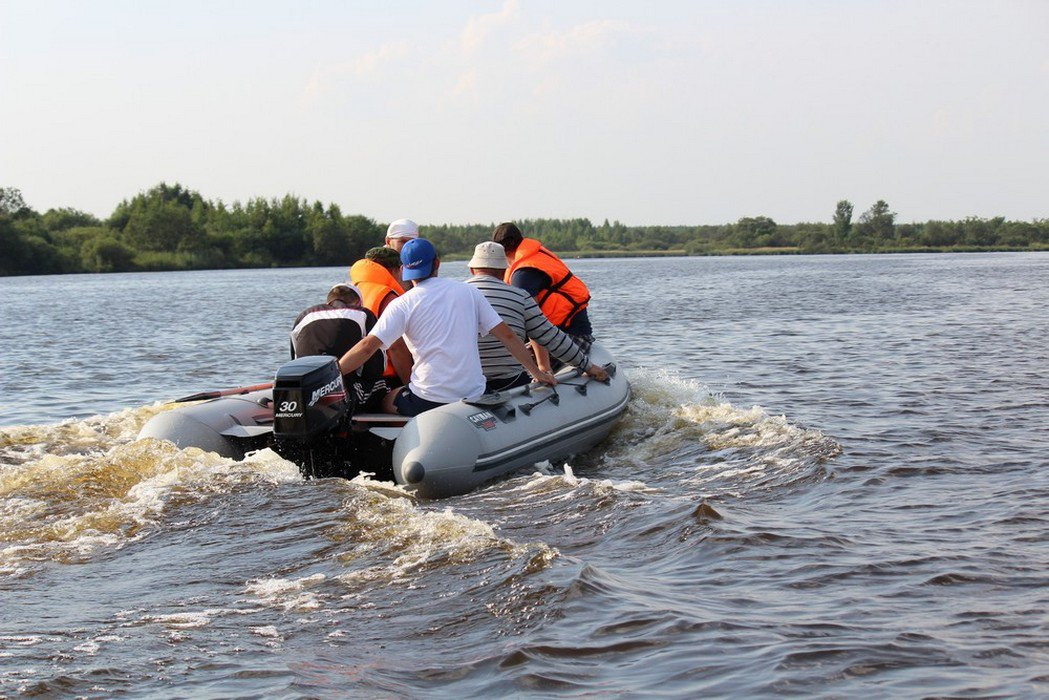 материал на лодке кайман